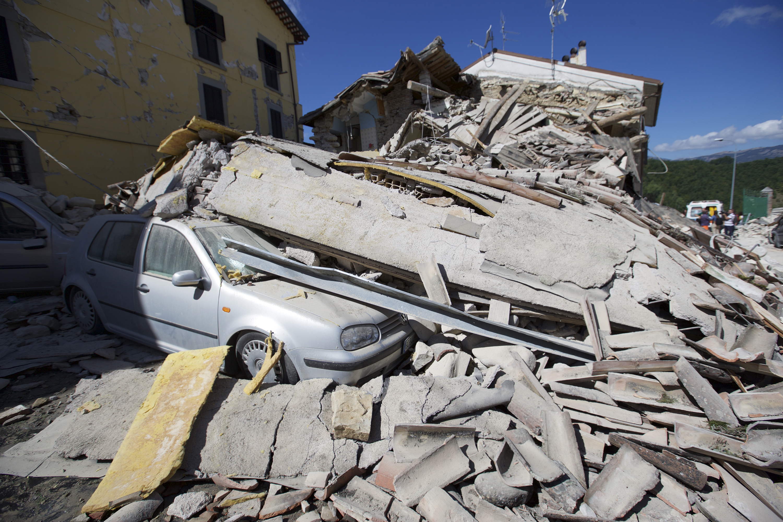 ارتفاع حصيلة ضحايا زلزال ايطاليا