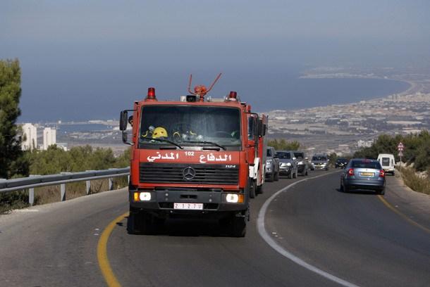 الخبر الدفاع المدني الفلسطيني يشارك في إخماد الحرائق