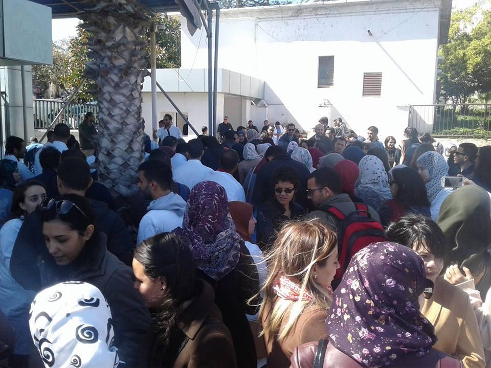 المقيمون يعتصمون بمستشفى باب الواد