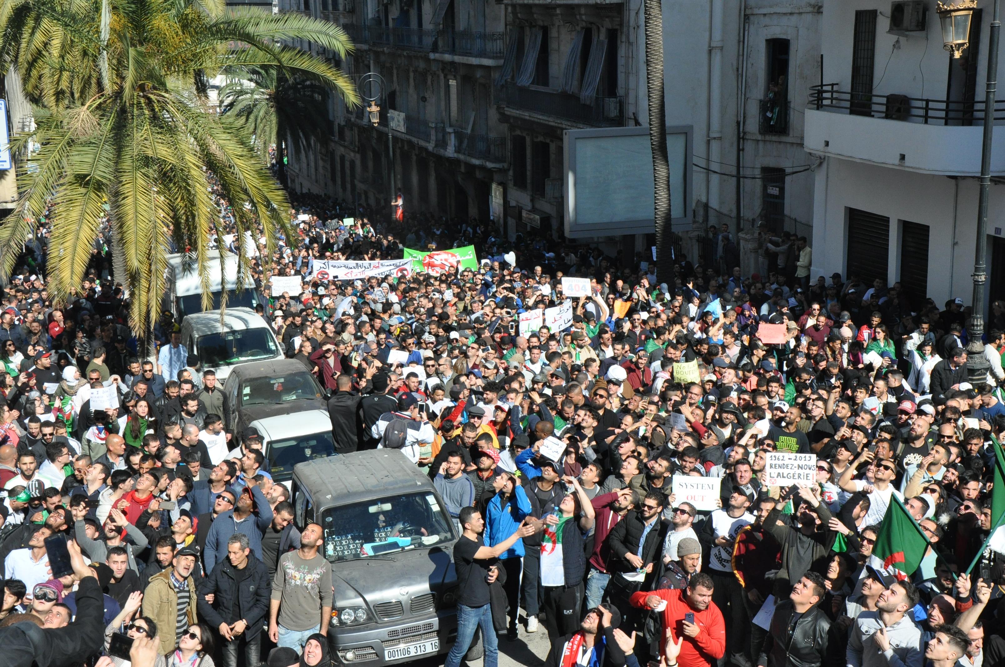 d79b182f8 الخبر- مسيرات تاريخية في شوارع الجزائر