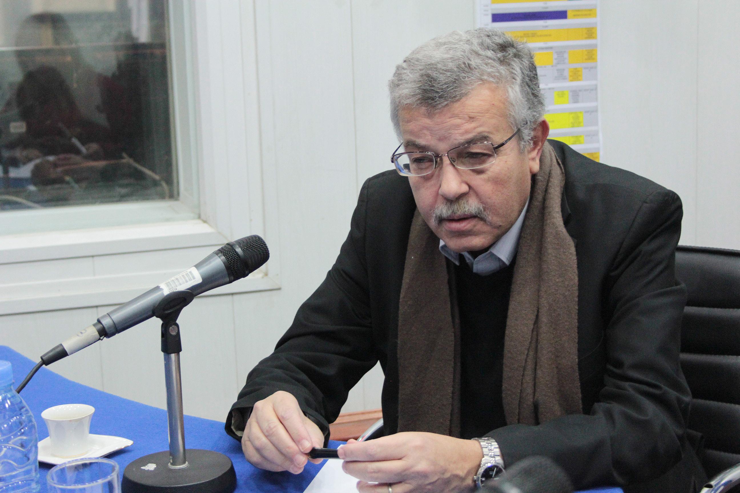 - الجزائر البلد الوحيد الذي يستورد الأدوية ويصدّر المرضى